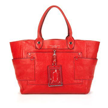 红色皮质手拎包