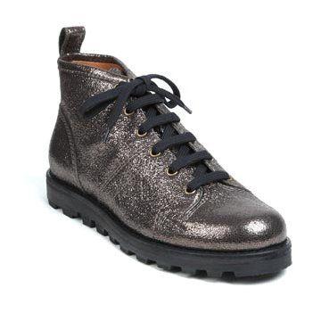 银色亮皮平底靴