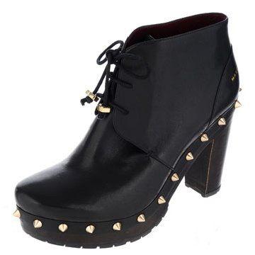 铆钉饰黑色短皮靴