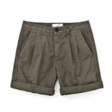 军绿色短裤