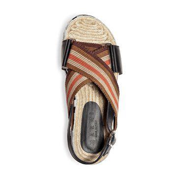 草编平底凉鞋