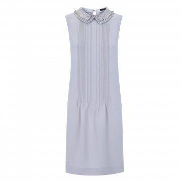 浅灰色珠片领连衣裙