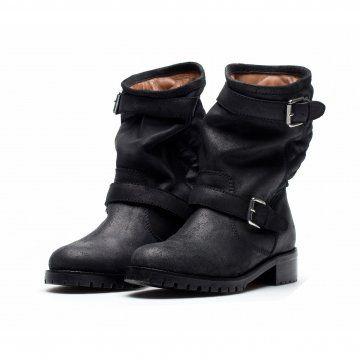 黑色机车靴