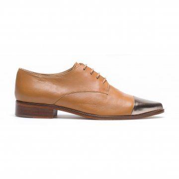 棕色金属包头皮鞋
