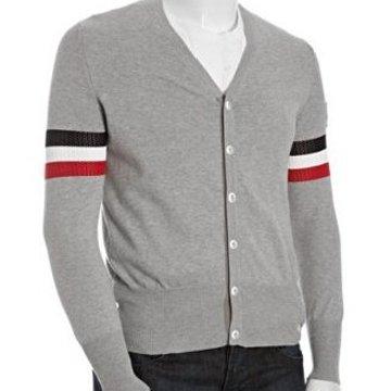灰色针织衫