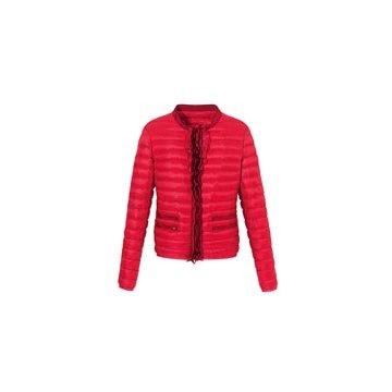 红色尼龙外套
