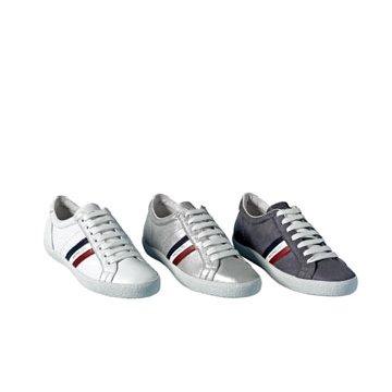 银色皮革运动鞋