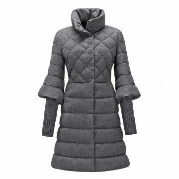 灰色针织袖口羽绒大衣