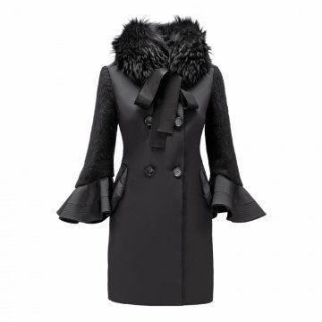 黑色拼接荷叶袖大衣