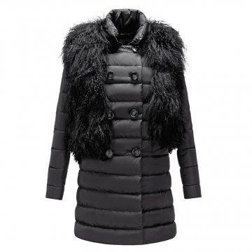 黑色皮草装饰长款羽绒大衣