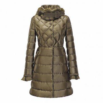 金棕色长款羽绒大衣