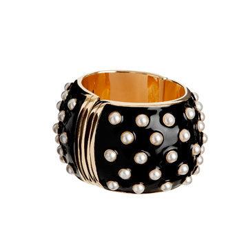 珍珠镶嵌式黑色手环