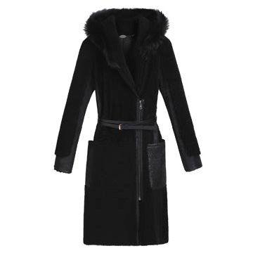 黑色皮毛大衣