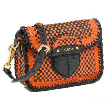2011年春夏蜜橙色配黑色马德拉斯布翻盖可拆卸肩带字母金标女士手袋邮差包信使包