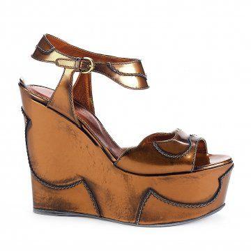 金棕色厚底坡跟凉鞋