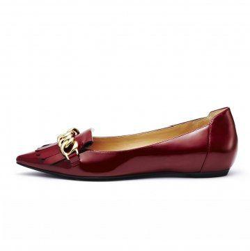 红色金属链平底鞋
