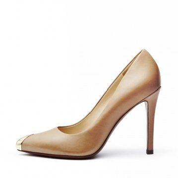 浅棕色金属鞋尖高跟鞋