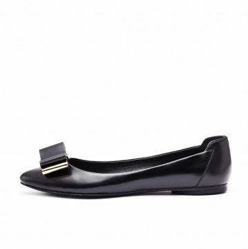 黑色金属蝴蝶结装饰平底鞋