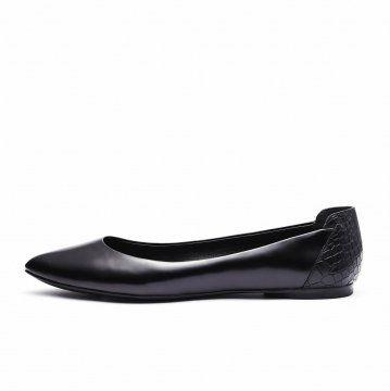 黑色鳄鱼纹拼接平底鞋