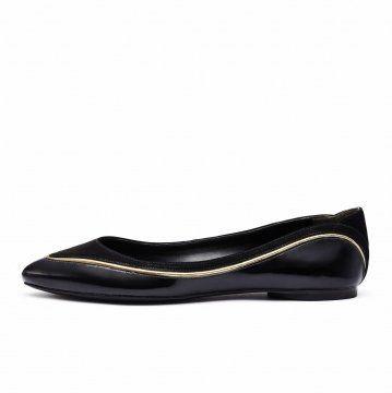 黑色拼接装饰线平底鞋
