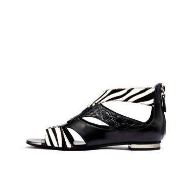 黑色皮革拼接平底鞋