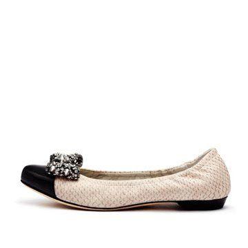 米色皮革平底鞋
