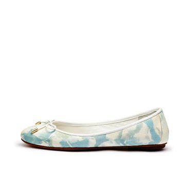 淡蓝色印花平底鞋