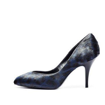 蓝色貂毛高跟鞋