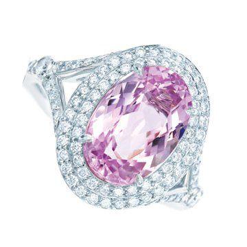 铂金镶椭圆形紫锂辉石钻戒
