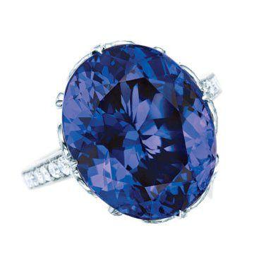 蓝色铂金镶椭圆形坦桑石钻戒