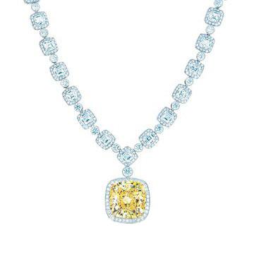 Blue Book华贵珠宝系列彩色钻石吊坠