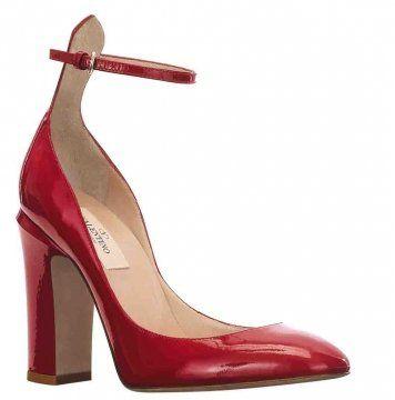 红色粗高跟鞋