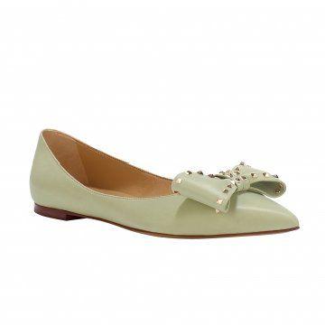 淡绿色平底鞋