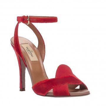 红色高跟凉鞋