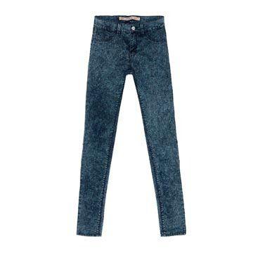 蓝色水洗牛仔裤