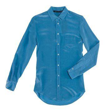 天蓝色长袖衬衫