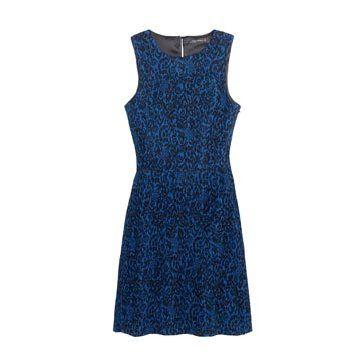 蓝色印花连衣裙
