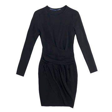 黑色圆领连衣裙