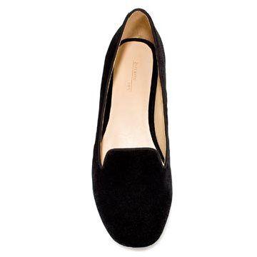 黑色绒面平底鞋