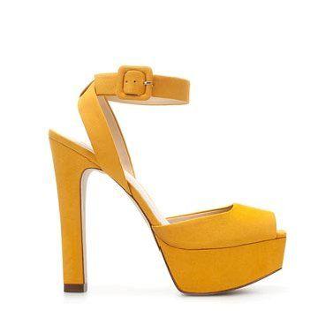 黄色麂皮高跟鞋