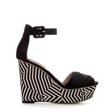 黑色麂皮坡跟鞋