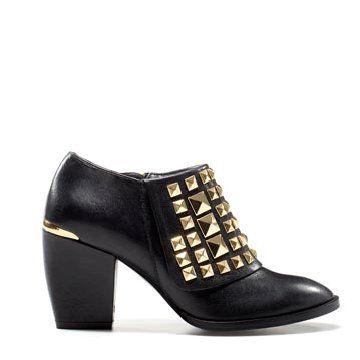 黑色皮革中跟鞋