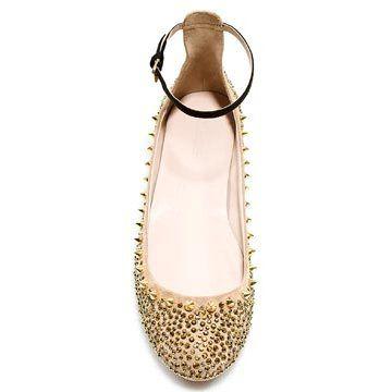米色铆钉平底鞋