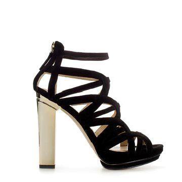 黑色绒面高跟鞋