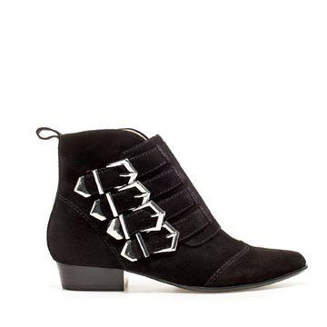 黑色麂皮踝靴