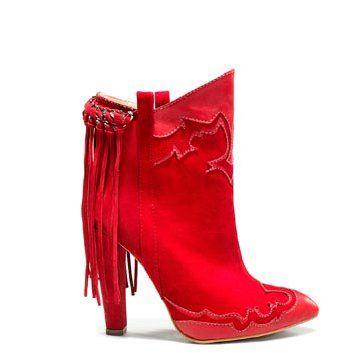 红色麂皮短靴