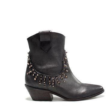 黑色皮革短靴