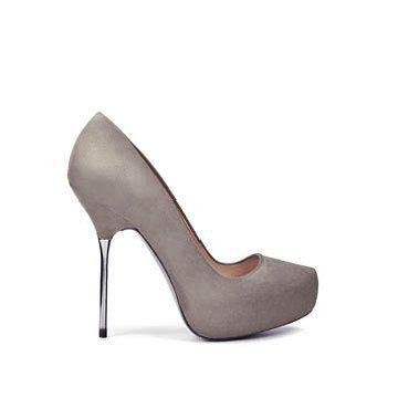 灰色羊皮高跟鞋